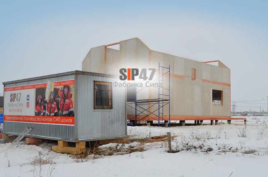Стены второго этажа дома из СМЛ- СИП- панелей смонтированы